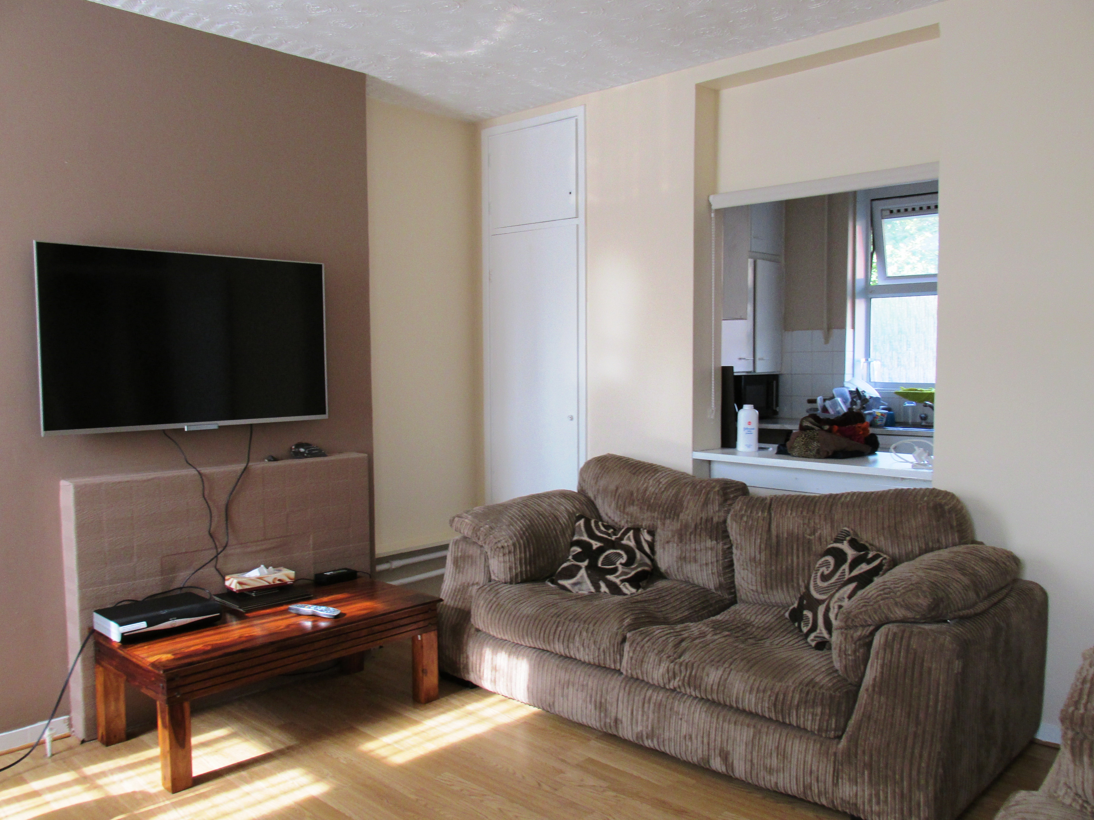 Well Located 2bed Flat With Balcony And Excellent Transport Links